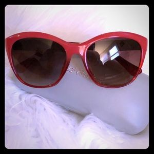 *NEW* Calvin Klein sunglasses 3168s with case